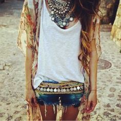 Check Out Boho Hippie Style Clothing. Bohemian clothing or boho clothing for short is called as hippie clothing is because of the fact that is very similar to street clothing. Modern Gypsy Fashion, Ibiza Fashion, Look Fashion, Bohemian Fashion, Fashion Black, Fashion Styles, Bohemian Outfit, Fashion Ideas, Vintage Fashion