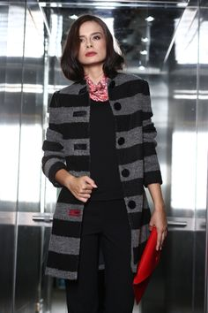 A warm, fashionable woolen coat Smart Coat, Cold Day, Quilted Jacket, Wool Coat, Cover Up, Women Wear, Coats, Warm, Blazer