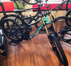 "1,141 Me gusta, 6 comentarios - Jon Willis (@mtn_bike_geek) en Instagram: ""A gorgeous new carbon Norco Aurum built by the guys at @jonnysprockets! If you're after a new DH…"""