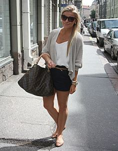 "Casual but glamorous!  Looks perfect for a   lazy day but would look so much better than a ""sweatpants lazy   day."""