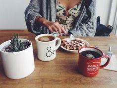 The Rancilio Silvia Espresso Machine Makes Coffee Time At Home Wonderful Coffee Love, Coffee Break, Morning Coffee, Coffee Shop, Coffee Cups, Tea Cups, Coffee Maker, Café Latte, Easy Like Sunday Morning