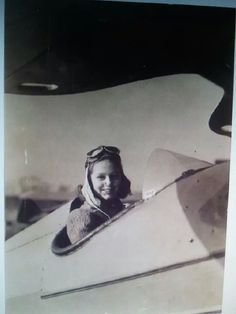 Late Grace Pulley, from #Indianapolis, started flying at the very young age of twelve. In 1940, at only sixteen years old, became a certified pilot. On 10 December 2014 she received an award at the Congressional Gold Medal ceremony in Washington, D.C. for her participation in Civil Air Patrol during #WWII. She would also go on to become a WASP. Congressional Gold Medal, Civil Air Patrol, 10 December, Us Air Force, Wasp, Pulley, World War Ii, Civilization, Warriors