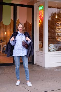 Three Timeless Pieces You Should Have in Your Closet - Gold Lion Style White Keds, Champion Sneakers, Cute Sneakers, Comfortable Sneakers, Signature Style, Timeless Fashion, Style Icons, Cool Designs, Rain Jacket