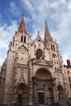 °Lyon - La façade de l'église Saint-Nizier.