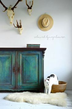 Cool Furniture Inspiration – My Life Spot Green Painted Furniture, Chalk Paint Furniture, Refurbished Furniture, Plywood Furniture, Upcycled Furniture, Furniture Projects, Furniture Makeover, Vintage Furniture, Cool Furniture