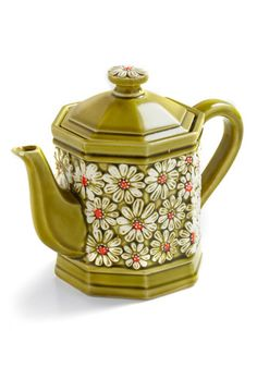 Vintage Make Your Daisy Teapot ...I love this cute little teapot!! :) It's so cute!!! I LOVE daisies!!! :D