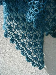 South bay shawlette crochet lace 033 http://fantaisiesdeflo.canalblog.com/archives/2012/02/20/23570582.html