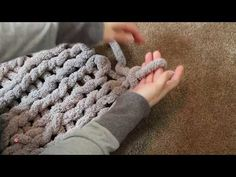 Easy Chunky Hand-Knitted Blanket in One Hour: This project is quick, easy and affordable! In this Instructable, I will share with you the steps it takes to make a beautiful blanket or throw, in… Crochet Scarf Easy, Crochet For Beginners Blanket, Chunky Crochet, Crochet Blanket Patterns, Scarf Patterns, Knitting Patterns, Chunky Knits, Stitch Patterns, Finger Crochet
