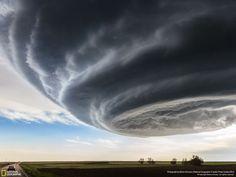 Marko Korosec アメリカで起こった竜巻の嵐の途中、私は数々のフォトジェニックな積乱雲に遭遇した。 この写真は、2013年5月28日、コロラド州のジュールズバーグに近づいた嵐の中で撮影されたもの