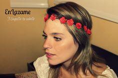 vincha corona de flores rojas!  https://www.facebook.com/en.lazame.5