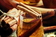 Egy rúd fahéjat és egy csipetnyi chilit áztass ki egy kancsó vízben. Az erősen csípős ital serkenti a bélnyálkahártya működését, csökkenti a gyulladást, sőt, az éhséget is képes enyhíteni.