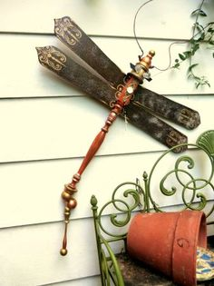 porch post, fan blades, glass drawer pulls, all repurposed to make this fancy creature. Savvy Salvage @ the Shops of Baileywick Urban Garden Design, Garden Crafts, Garden Projects, Art Projects, Fan Blade Art, Glass Drawer Pulls, Porch Posts, Garden Junk, Garden Path