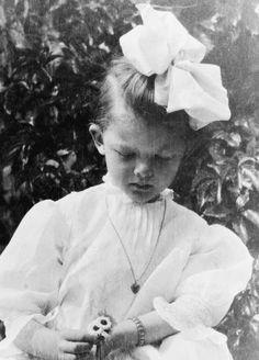 marthaivers:  5-year-old Myrna Loy