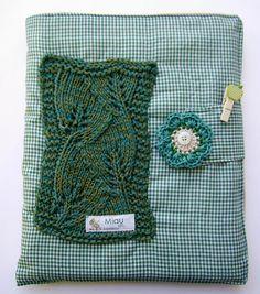 Hoje lá no blog tem: Agenda com capa em patchwork + ponto de tricô. Vem! http://miauartes.blogspot.com.br/