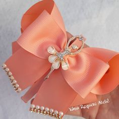 (@vaniarequieri_atelie) | Instagram photos and videos Easy Easter Crafts, Cute Crafts, Ribbon Hair Bows, Bow Hair Clips, Bunny Origami, Homemade Bows, Easter Egg Designs, Vans Shop, Ribbon Crafts