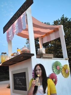 DIY Lemonade Stand from Wood Pallets