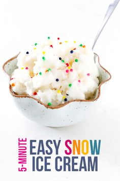 Today I have the perfect Quick and Simple Snow Cream Recipes. This is the perfect dessert that you can make in your own home! Save For All the Best Kid Activities. Köstliche Desserts, Frozen Desserts, Frozen Treats, Delicious Desserts, Dessert Recipes, Yummy Food, Easy Snow Ice Cream Recipe, Snow Icecream Recipe, Ice Cream Recipes