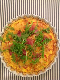 Pai med spekeskinke, purre, paprika og ruccola Quiche, Breakfast, Food, Pai, Morning Coffee, Eten, Quiches, Meals, Morning Breakfast