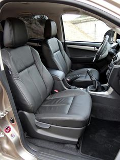 Volkswagen Amarok w porównaniu z Isuzu D-MAX Isuzu D-max, Dream Cars, Volkswagen, Car Seats, Vehicles, Car, Vehicle, Tools