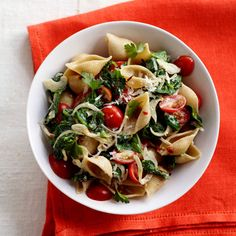 We love the colours of this Spinach & Tomato Pasta dish! Make sure to eat plenty of spinach to keep up the calcium! #osteoporosis