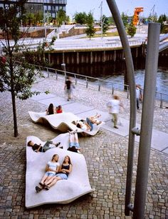 Hafencity Public Space Seating in Hafencity, Hamburg, Germany - photo from architonic; located in the former harbor zone south of the historical Speicherstadt (waterhouse district) bordering on the inner city Plans Architecture, Landscape Architecture, Interior Architecture, Public Architecture, Architecture Panel, Classical Architecture, Sustainable Architecture, Urban Furniture, Street Furniture