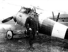 Jeudi, le président de l'association départementale du centenaire de la Grande Guerre , Jean-Louis Doumerc a retracé la vie de Basile Sauné, un pilote ariégeois. Il est très peu connu notamment sur le département. Et pourtant Basile Sauné est ce qu'on appelle un as et des as. Un de ces glorieux pilotes de la Première Guerre mondiale auréolé de 5 victoires confirmées (certainement 6). Mais voilà ce dernier s'est battu sur le front grec et n'a pas eu la notoriété de ses homologues du front de…