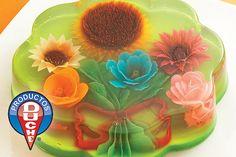 """Se pueden decorar con """"inyeccion"""" las gelatinas con flores diversas."""