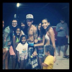 These lucky girls got to hug Justin Bieber shirtless...... I repeat SHIRTLESS!!!