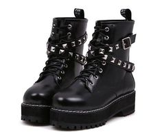 This japanese style bandage round toe platform boots is created for young lady.Not only does it make you walk in comfort,but also makes you look gorgeous and casual with bandage and rivet design to design. Shoes Heels Boots, Heeled Boots, Popular Shoes, Grunge Outfits, Grunge Shoes, Martin Boots, Pretty Shoes, Platform Boots, Types Of Shoes