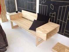 Bank gemaakt uit 1 plaat hout door#Karwei, gezien tijdens DDW misjaB.nl