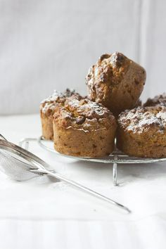 ... healthy carrot muffins ...