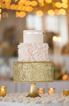 Cake by Erica OBrien Cake Design || Selected by Finepointwedding.com