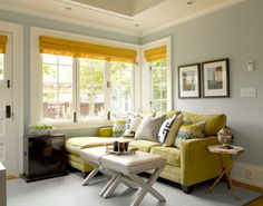 traditional-family-room-in-blue-and-yellow.png (570×447)