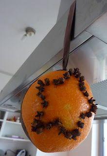 sinaasappel met kruidnagel kerstversiering