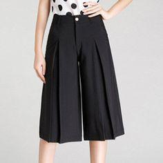 Quần Culottes Xếp Ly Cute Fashion, Fashion Pants, Fashion Models, Fashion Outfits, Dressing Gown Pattern, Culottes Outfit, Dress Neck Designs, Batik Dress, Pants For Women