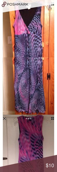"TESSUTO 🌴 SLEEVELESS LONG SUNDRESS Size M SUPER CUTE excellent condition pre-owned sleeveless lined purple & pink sundress by TESSUTO! Size women's M. FLOOR LENGTH for most.  Chest: 17"" across lying flat pit to pit Length: 42"" in front and 45"" in back, from shoulder seam to bottom hem Material: shell is 100% rayon, lining 100% polyester. TESSUTO Dresses"