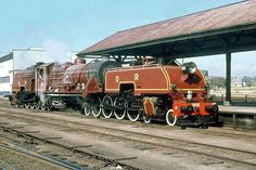 Rockhampton Station, Beyer Garratt N° 1095 – Steam Trains Uk, Brisbane, Train Art, Railway Posters, Old Trains, Train Engines, Rolling Stock, Steam Engine, Steam Locomotive