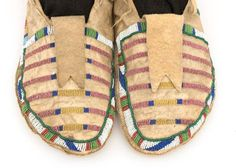 For Sale on - A vintage/antique pair of Native American beaded moccasins, created circa 1870 during the Late Classic Period of North American Indian art by a Crow (Plains Native American Moccasins, Native American Clothing, Native American Beauty, Native American Artifacts, Native American Beadwork, American Indian Art, Native American Tribes, Native Americans, Crow Indians