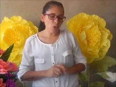 "Flor gigante de papel crepom tipo italiano ""passo a passo "" - YouTube Crepe Paper Flowers Tutorial, Crepe Paper Roses, Tissue Flowers, Giant Paper Flowers, Big Flowers, Diy Pencil Case, Flower Video, Flower Template, Handmade Flowers"