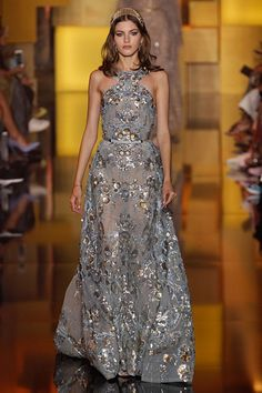 Coleção // Elie Saab, Paris, Inverno 2016 HC // Foto 24 // Desfiles // FFW Elie Saab Couture, Haute Couture Dresses, Style Couture, Couture Fashion, Lace Dresses, Pretty Dresses, Short Dresses, Prom Dresses, Formal Dresses