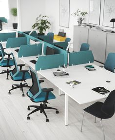 NANO - Designer Desking systems from Kinnarps ✓ all information ✓ high-resolution images ✓ CADs ✓ catalogues ✓ contact information ✓ find your. Office Table Design, Corporate Office Design, Office Furniture Design, Workspace Design, Office Interior Design, Office Interiors, Corporate Offices, Office Decor, Office Plan