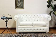 Divano Chesterfield piccolo Chesterino - VAMA Divani Tufted Sofa, Chesterfield Chair, Love Seat, Accent Chairs, Couch, Swarovski, Furniture, Collection, Home Decor