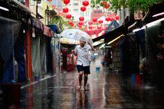 On the way to school in Singapore. Photo credit: digitalpimp.