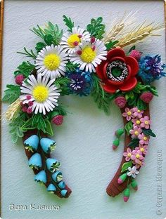 Quilled flowers on a horseshoe
