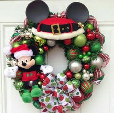 Mickey Mouse Christmas Wreath with Mickey Head GLASS Ear Ornaments. A perfect little wreath for your office, to give as a gift or to give to Más Mickey Mouse Christmas Tree, Disney Christmas Decorations, Merry Christmas, Christmas Themes, Christmas Holidays, Christmas Wreaths, Disney Diy, Disney Crafts, Mickey Mouse Wreath