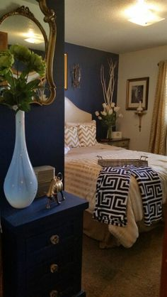 Navy blue and gold room ideas blue and gold transitional decor bedroom gold bedroom and blue Blue And Gold Bedroom, Gold Bedroom Decor, Gold Rooms, Gold Home Decor, Blue Rooms, White Bedroom, Bedroom Colors, Bedroom Furniture, Bedroom Ideas