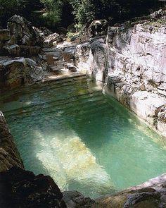 Stone colour for a swimmingpool