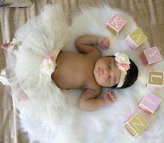 Baby girl discovered by Mrs. Arabian on We Heart It Newborn Black Babies, Black Baby Girls, Cute Black Babies, Newborn Baby Photos, Baby Girl Photos, Cute Baby Pictures, Newborn Pictures, Beautiful Black Babies, Baby Girl Newborn