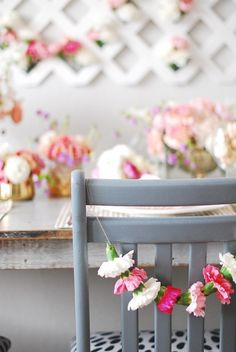 The best DIY projects & DIY ideas and tutorials: sewing, paper craft, DIY. Diy Crafts Ideas String together colorful carnations to make these fantastically simple and sweet chair garlands! Flower Garlands, Diy Flowers, Floral Garland, Sola Flowers, Diy Garland, Festa Party, Diy Party, Party Ideas, Diy Hacks