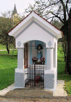 igreja Grotto Design, Prayer Garden, Home Altar, Prayer Room, Chapelle, Back Patio, Blessed Mother, My House, Catholic